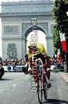l?americano Greg Lemond conquista il Tour de France superando Laurent Fignon nella cronometro di Parigi per 8 secondi