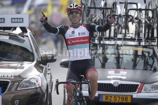 L'esultanza di Fabian Cancellara sul traguardo di Brugge