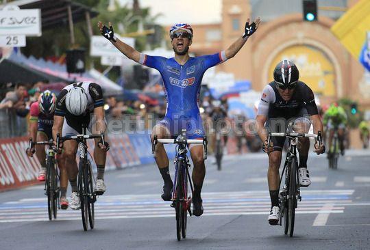 La vittoria di Bouhanni sul traguardo di Bari, 4^ tappa, Giro d'Italia 2014