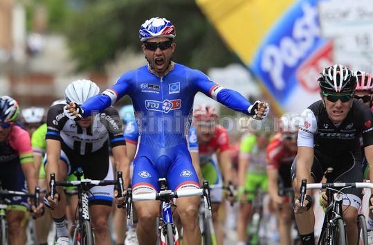La gioia di Bouhanni sul traguardo di Foligno - Giro d'Italia 2014, 7^ tappa