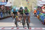 Vuelta Espana 2017 - 72th Edition - 19th stage Caso - Gijon 149.7 km - 08/09/2017 - Matteo Trentin (ITA - QuickStep - Floors) - Laurens De Vreese (BEL - Astana Pro Team) - JoseÕ Joaquin Rojas (ESP - Movistar) - photo Luis Angel Gomez/BettiniPhoto©2017