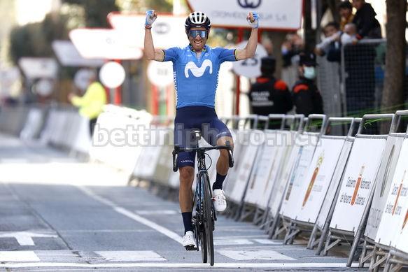 Alejandro Valverde esulta in solitaria sul traguardo (Credit: Bettini Photo)