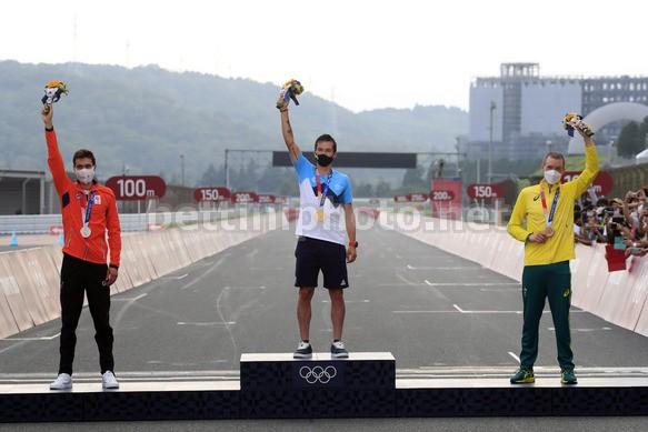 Il podio della cronometro uomini (foto Bettini)