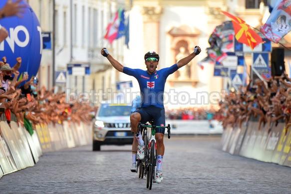 Colbrelli si impone allombra del Duomo di Trento e fa suo il campionato europeo (foto Bettini)