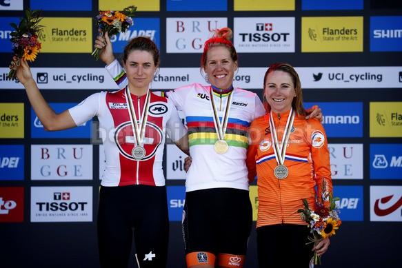 Il podio donne Elite della prova iridata a cronometro. (foto: Bettini Photo)