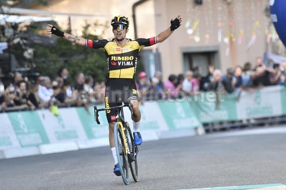 Primo Roglic vince il Giro dellEmilia 2021 (foto: Bettini Photo)